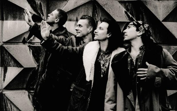 U2-The-Sky-Down-619x388