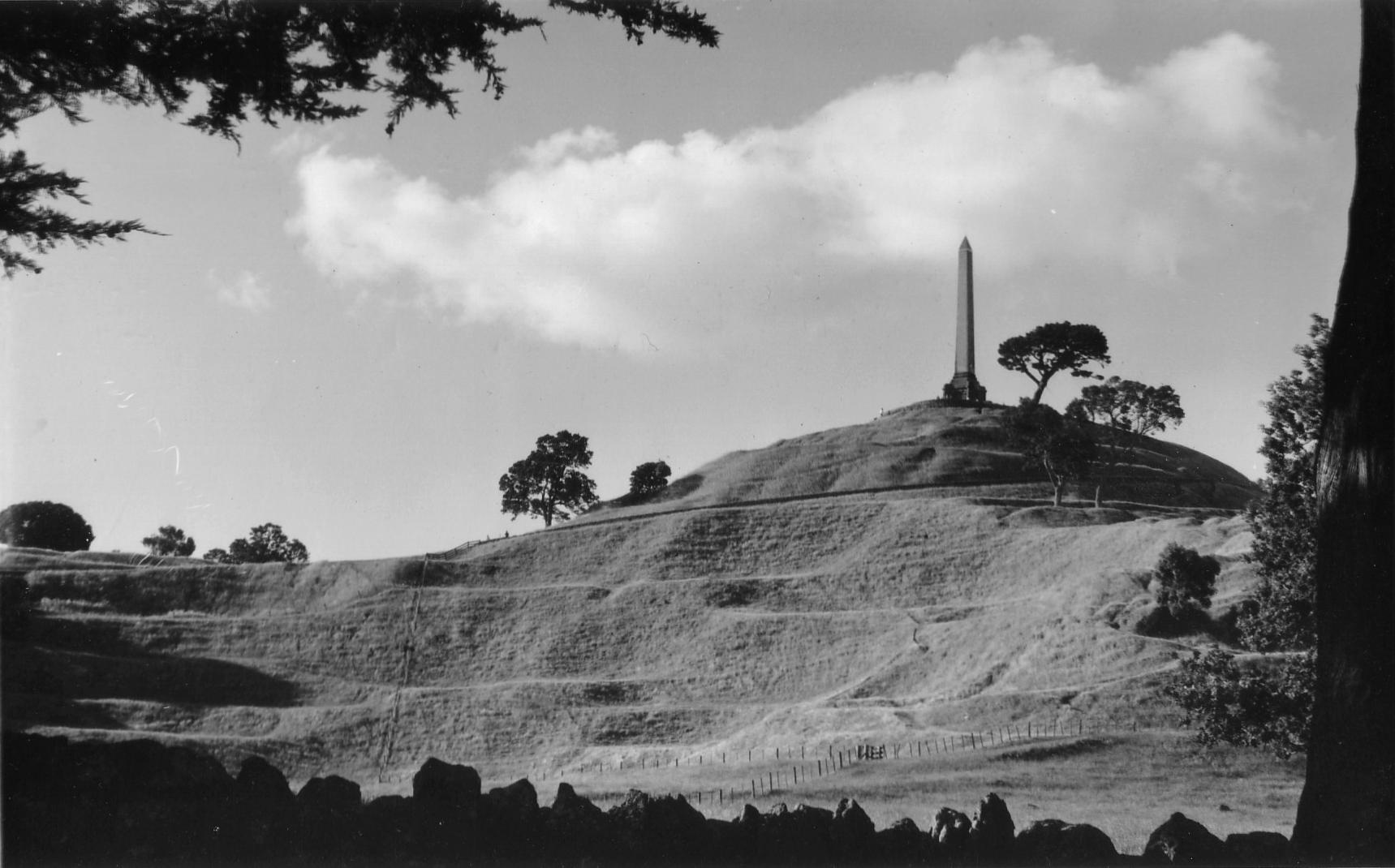 One_Tree_Hill_Auckland_in_the_1990s
