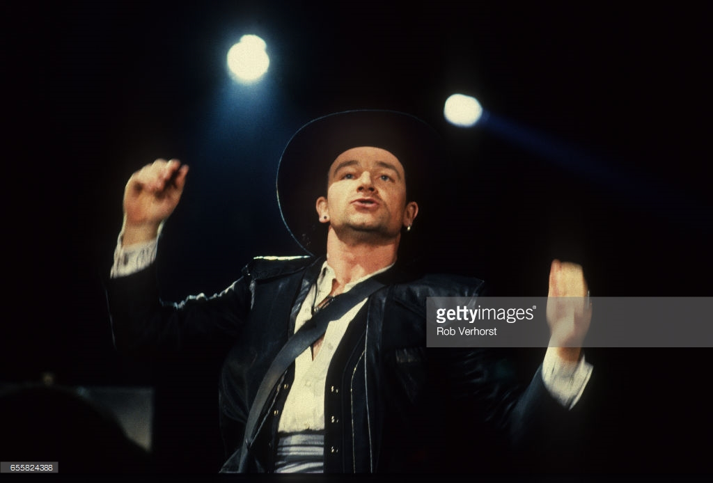 "U2, Bono, Europahal, RAI, Amsterdam, 18-12-1989, ""Lovetown Tour"", Concert broken down, because of Voiceproblem Bono, Foto Rob Verhorst"