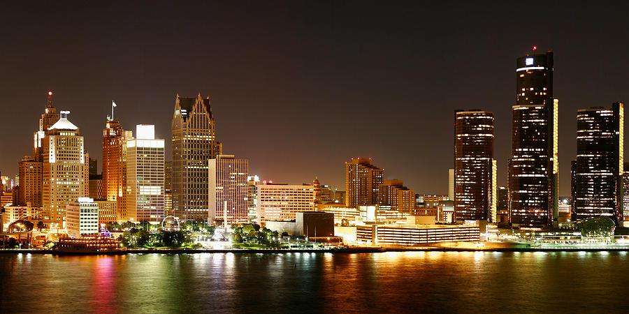 detroit-skyline-at-night-color-semper-l-augustus