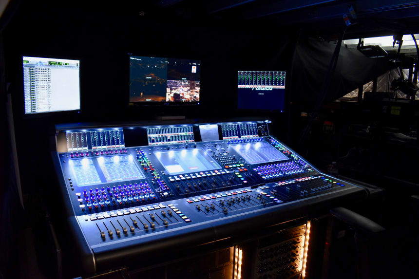 bono-monitor-desk